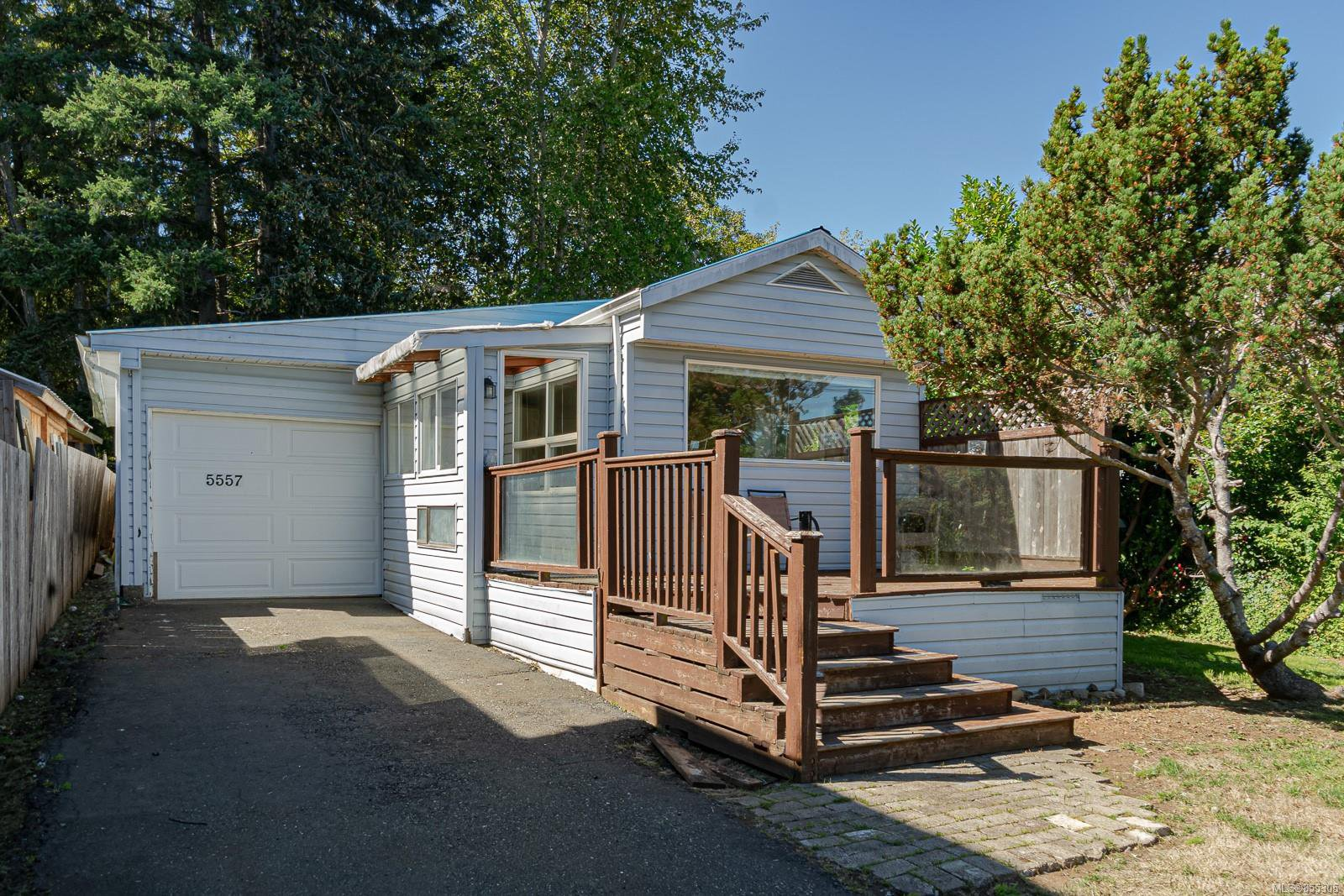 Main Photo: 5557 Horne St in : CV Union Bay/Fanny Bay House for sale (Comox Valley)  : MLS®# 855305