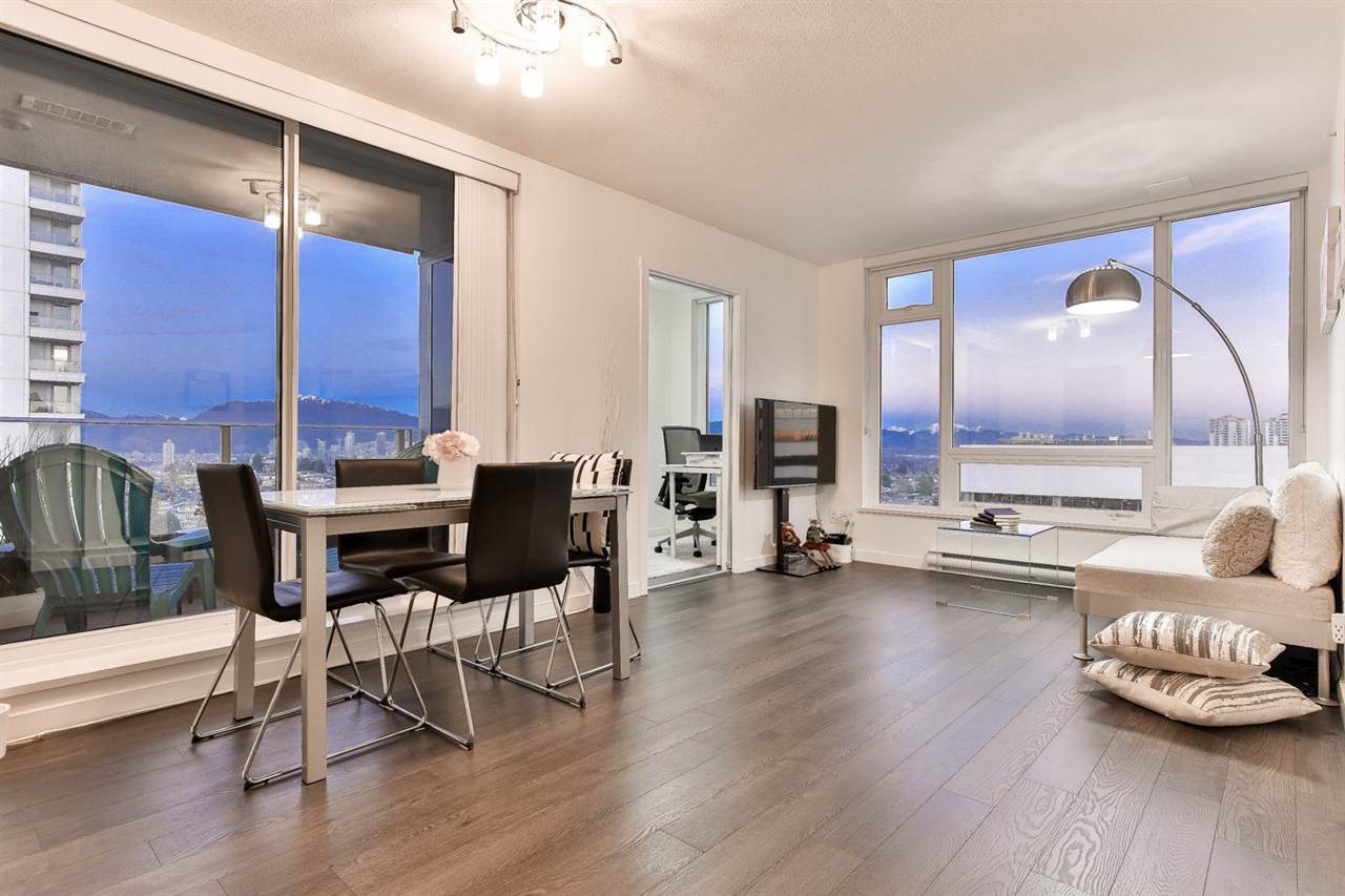 """Main Photo: 1904 5665 BOUNDARY Road in Vancouver: Collingwood VE Condo for sale in """"Wall Centre Central Park"""" (Vancouver East)  : MLS®# R2522154"""