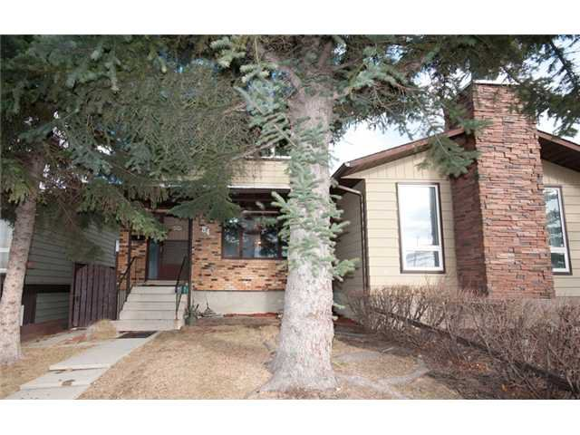 Main Photo: 84 BEACONSFIELD Crescent NW in CALGARY: Beddington Residential Attached for sale (Calgary)  : MLS®# C3614024