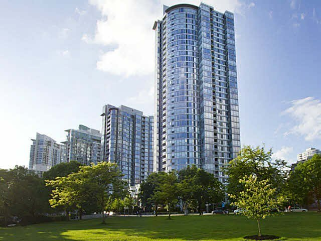 """Main Photo: 1003 1033 MARINASIDE Crescent in Vancouver: Yaletown Condo for sale in """"Quaywest"""" (Vancouver West)  : MLS®# V1143439"""