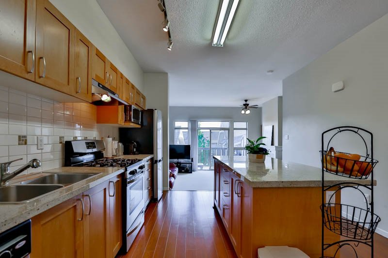 Photo 5: Photos: 23 1362 PURCELL Drive in Coquitlam: Westwood Plateau Townhouse for sale : MLS®# R2071518