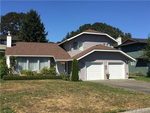 Main Photo: 1536 Palahi Pl in VICTORIA: SE Mt Doug House for sale (Saanich East)  : MLS®# 738870