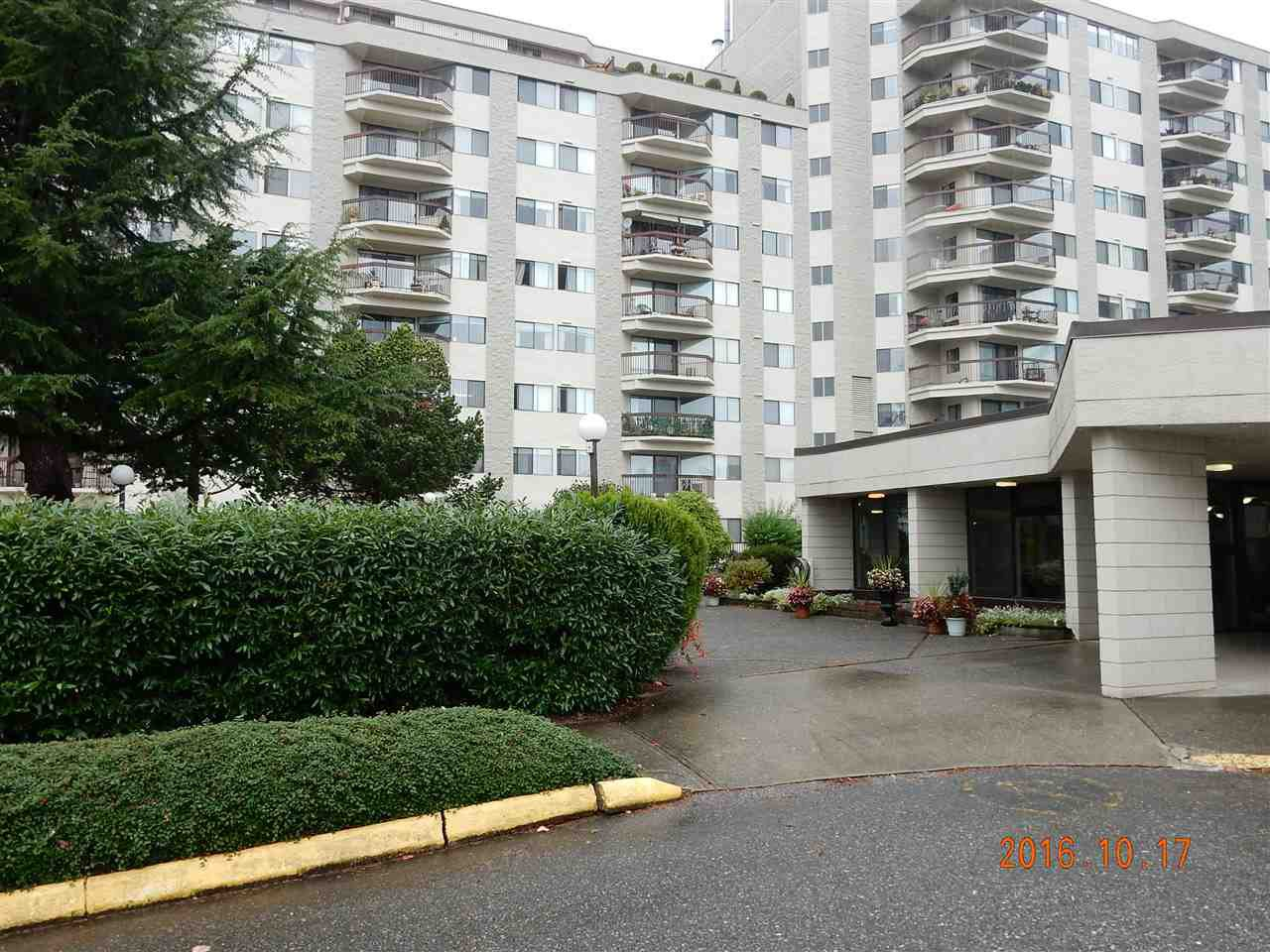 """Photo 3: Photos: 816 31955 OLD YALE Road in Abbotsford: Abbotsford West Condo for sale in """"Evergreen Village"""" : MLS®# R2117382"""