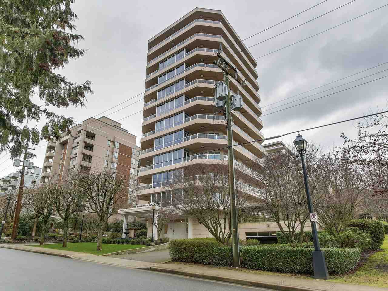 "Main Photo: 2 1717 DUCHESS Avenue in West Vancouver: Ambleside Condo for sale in ""The Regent"" : MLS®# R2138908"