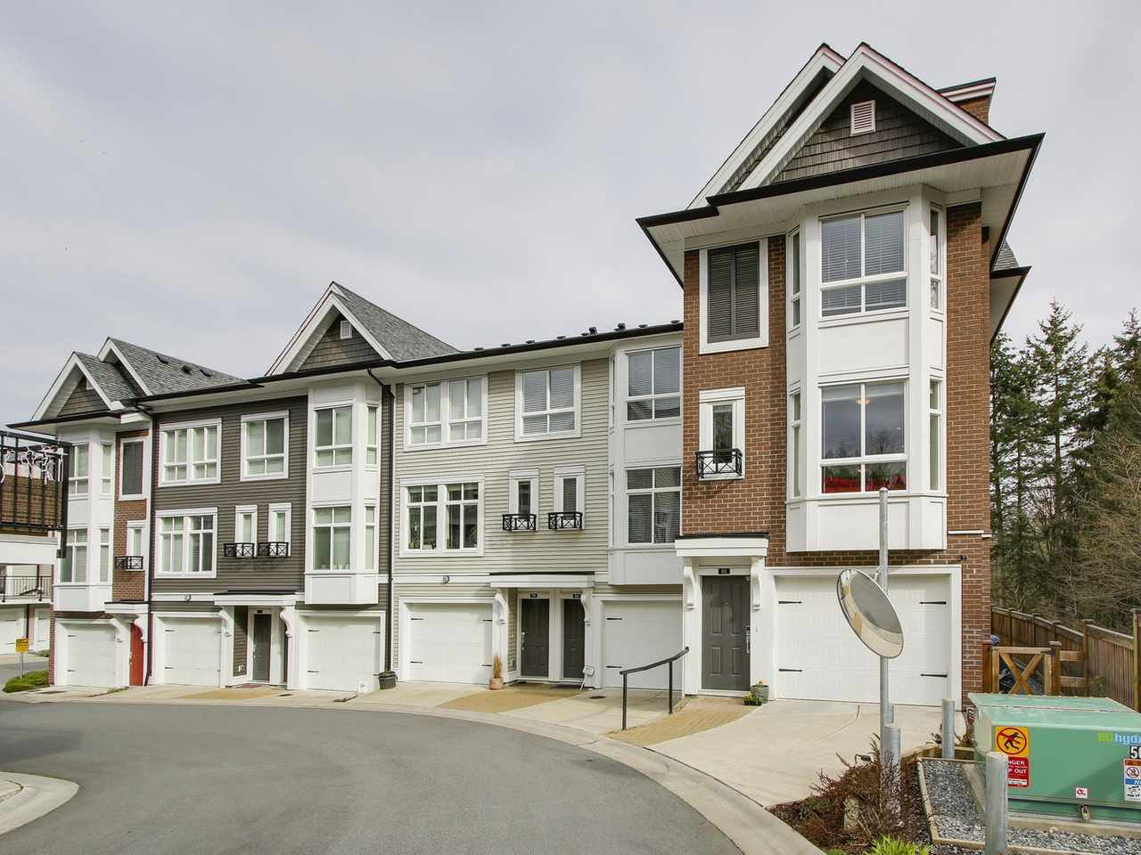 "Main Photo: 81 14433 60 Avenue in Surrey: Sullivan Station Townhouse for sale in ""Brixton"" : MLS®# R2152345"