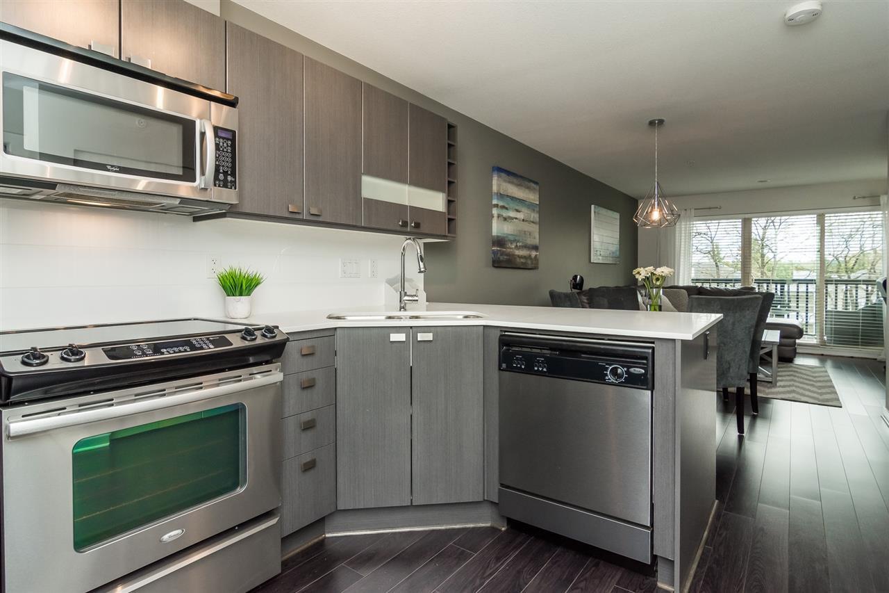 "Photo 10: Photos: 427 21009 56 Avenue in Langley: Salmon River Condo for sale in ""CORNERSTONE"" : MLS®# R2215302"