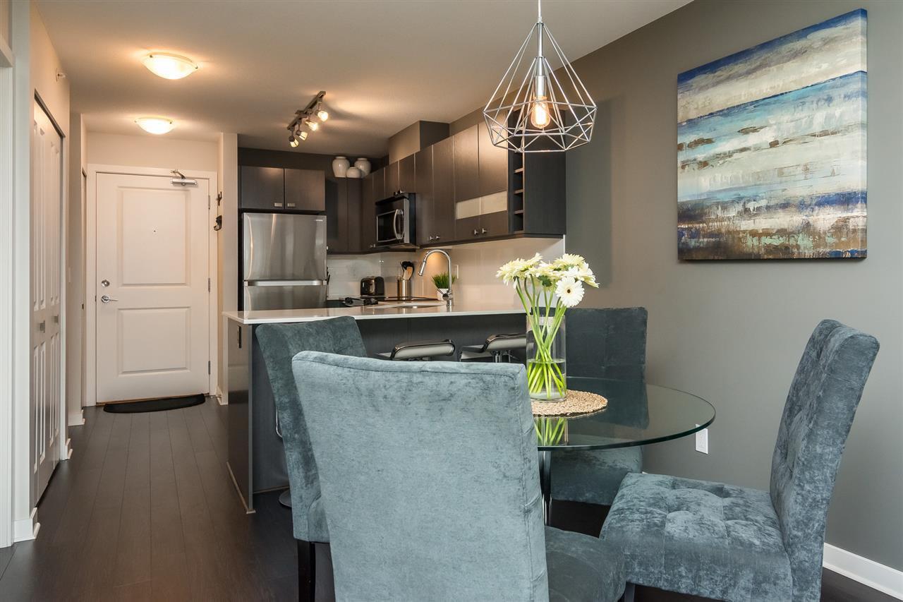 "Photo 6: Photos: 427 21009 56 Avenue in Langley: Salmon River Condo for sale in ""CORNERSTONE"" : MLS®# R2215302"