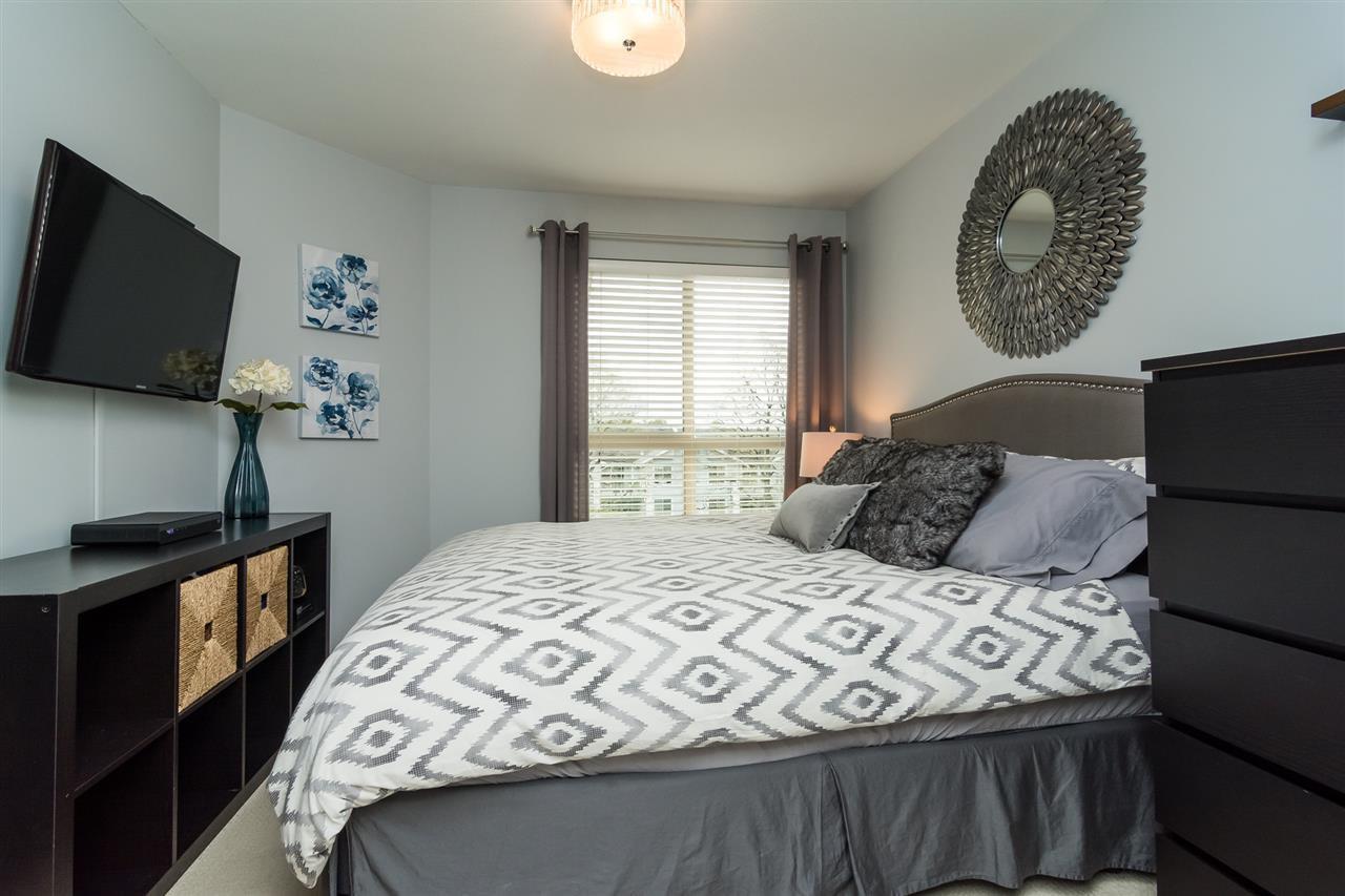 "Photo 11: Photos: 427 21009 56 Avenue in Langley: Salmon River Condo for sale in ""CORNERSTONE"" : MLS®# R2215302"