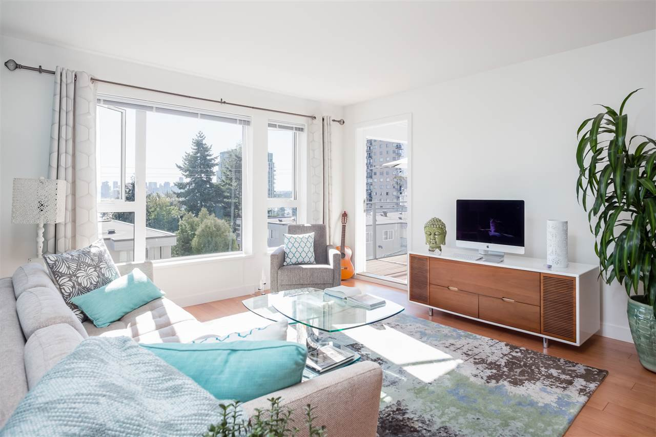 Main Photo: 318 221 E 3RD STREET in North Vancouver: Lower Lonsdale Condo for sale : MLS®# R2206624