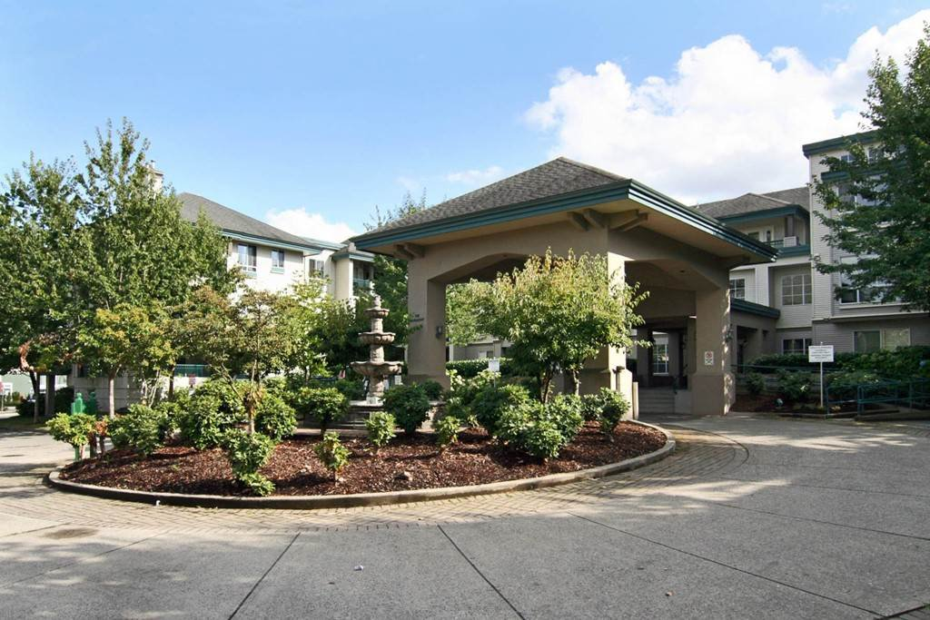 "Main Photo: 115 19528 FRASER Highway in Surrey: Cloverdale BC Condo for sale in ""The Fairmont"" (Cloverdale)  : MLS®# R2224596"