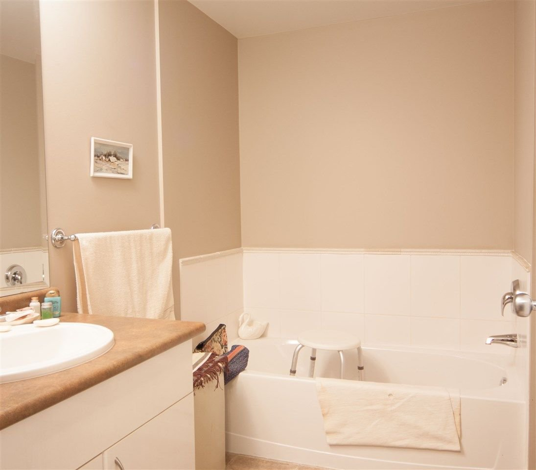 """Photo 18: Photos: 101 33255 OLD YALE Road in Abbotsford: Central Abbotsford Condo for sale in """"Brixton"""" : MLS®# R2230164"""
