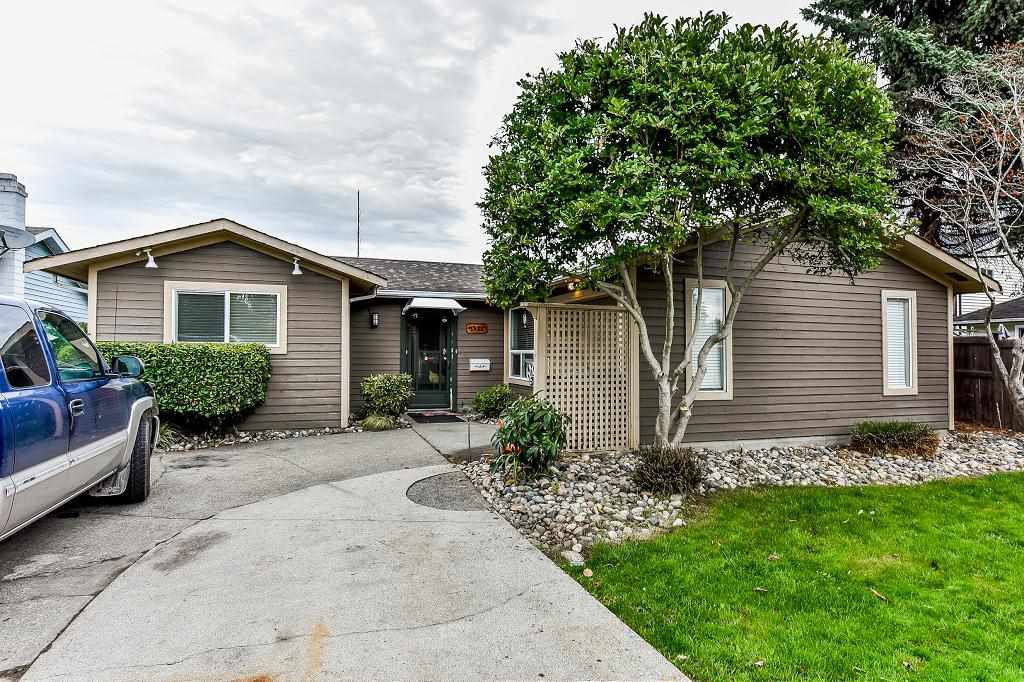 Main Photo: 5455 48A Avenue in Ladner: Hawthorne House for sale : MLS®# R2312020