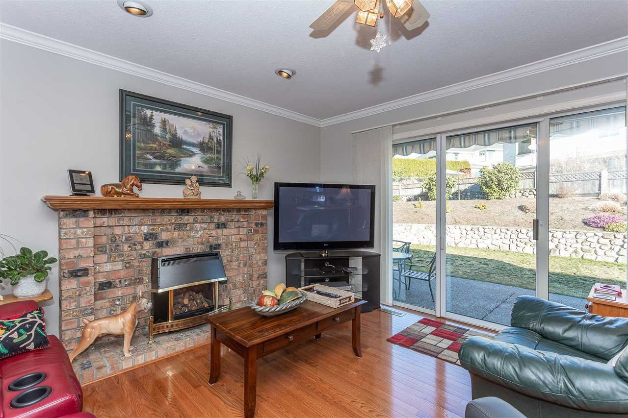 Photo 5: Photos: 34935 GLENALMOND Place in Abbotsford: Abbotsford East House for sale : MLS®# R2350429