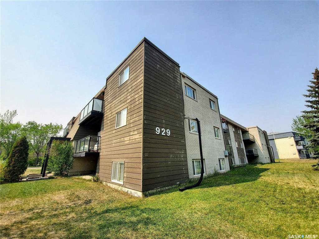 Main Photo: 301 929 Northumberland Avenue in Saskatoon: Massey Place Residential for sale : MLS®# SK774090