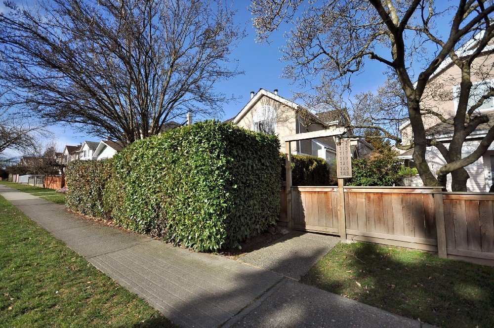 Main Photo: 721 West 69th Avenue in Vancouver: Marpole Home for sale ()  : MLS®# V872723