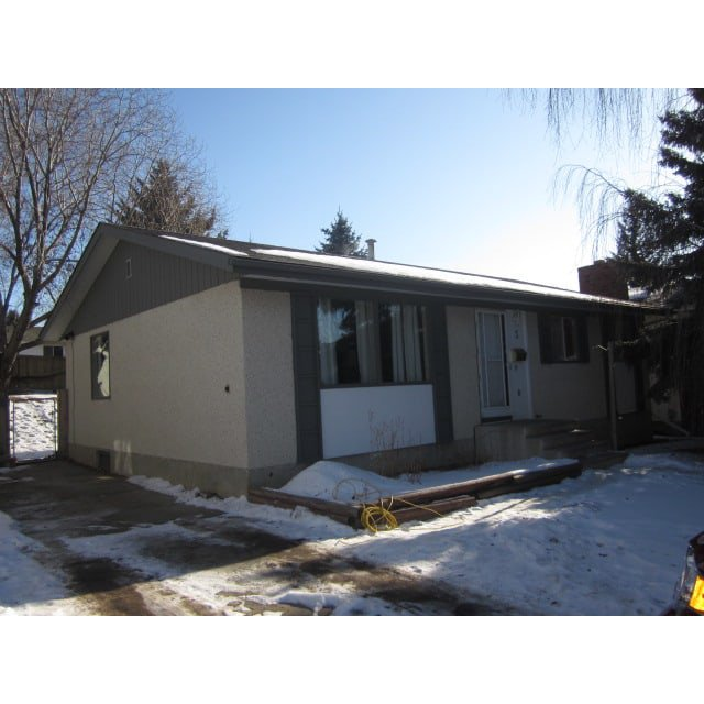Main Photo: 3 Laydon Drive in St. Albert: House for rent