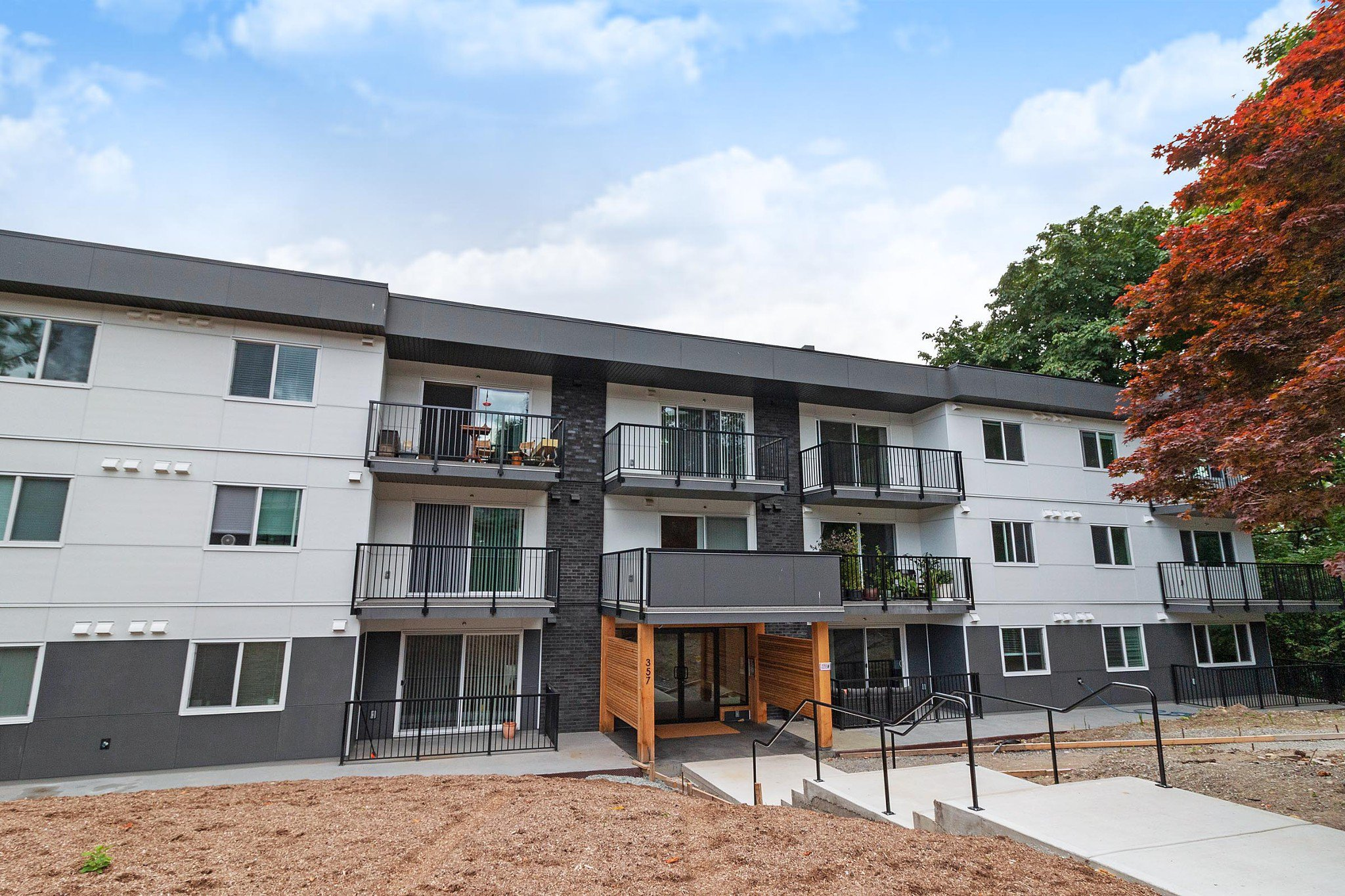 Main Photo: 106 357 E 2ND Street in North Vancouver: Lower Lonsdale Condo for sale : MLS®# R2470096