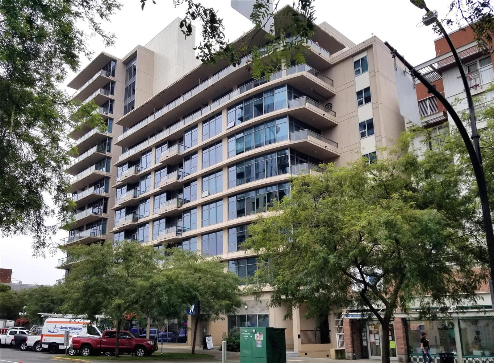 Main Photo: 811 845 Yates St in : Vi Downtown Condo Apartment for sale (Victoria)  : MLS®# 851667