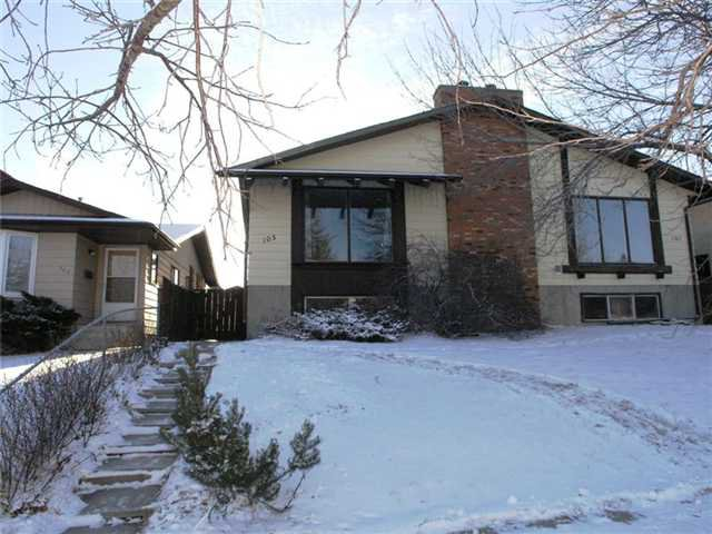 Main Photo: 105 BERWICK Drive NW in CALGARY: Beddington Residential Attached for sale (Calgary)  : MLS®# C3504956