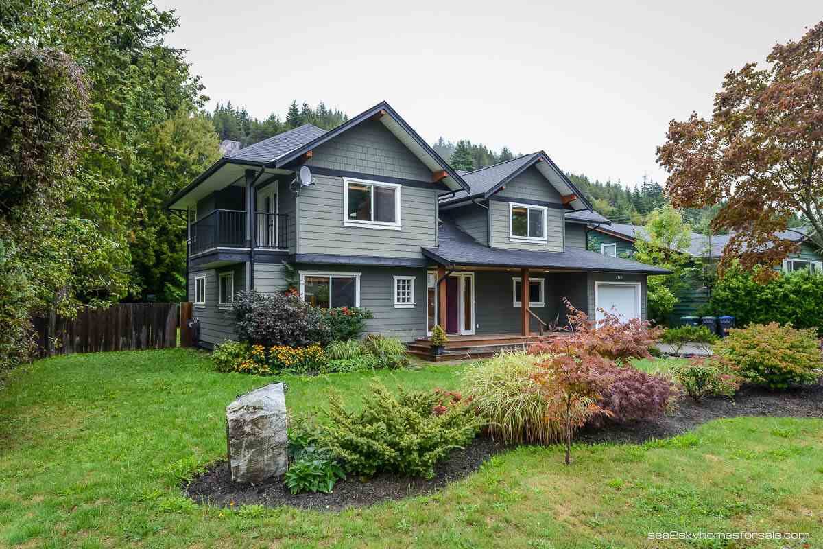 "Main Photo: 1719 VISTA Crescent in Squamish: Hospital Hill House for sale in ""Hospital Hill"" : MLS®# R2000268"