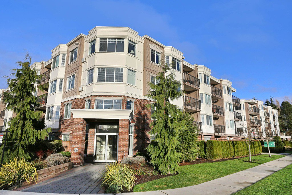 "Main Photo: 304 15357 ROPER Avenue: White Rock Condo for sale in ""REGENCY COURT"" (South Surrey White Rock)  : MLS®# R2021712"