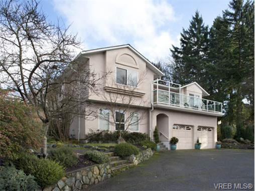Main Photo: 773 Haliburton Rd in VICTORIA: SE Cordova Bay House for sale (Saanich East)  : MLS®# 718798