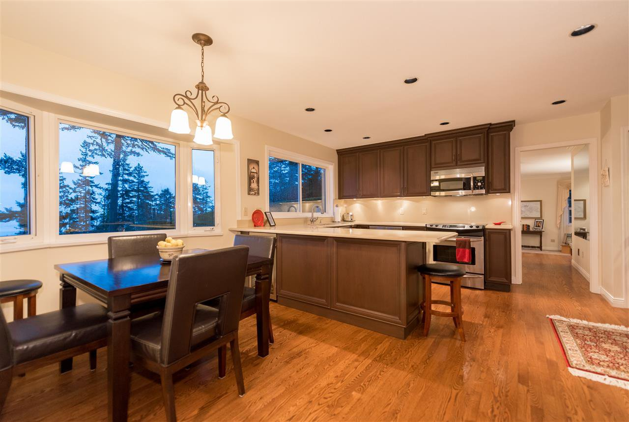 "Photo 4: Photos: 5092 PINETREE Crescent in West Vancouver: Upper Caulfield House for sale in ""Upper Caulfeild"" : MLS®# R2026450"