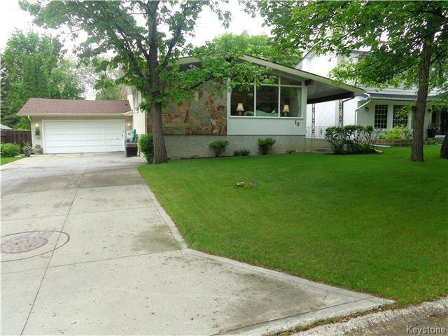 Main Photo: 10 Longfellow Bay in Winnipeg: Westwood / Crestview Residential for sale (West Winnipeg)  : MLS®# 1614113