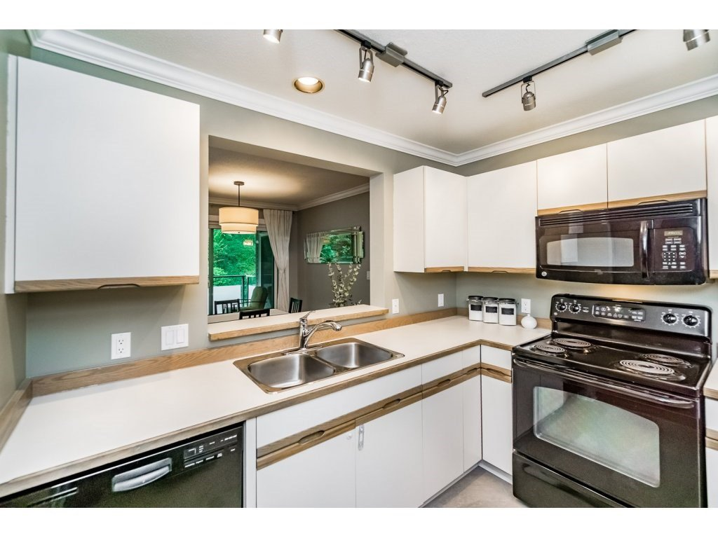"""Photo 7: Photos: 203 3970 LINWOOD Street in Burnaby: Burnaby Hospital Condo for sale in """"CASCADE VILLAGE-THE PALISADES"""" (Burnaby South)  : MLS®# R2092917"""