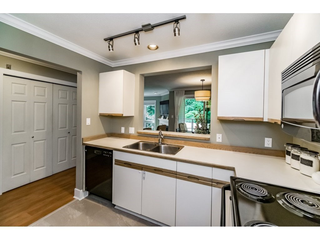 """Photo 9: Photos: 203 3970 LINWOOD Street in Burnaby: Burnaby Hospital Condo for sale in """"CASCADE VILLAGE-THE PALISADES"""" (Burnaby South)  : MLS®# R2092917"""