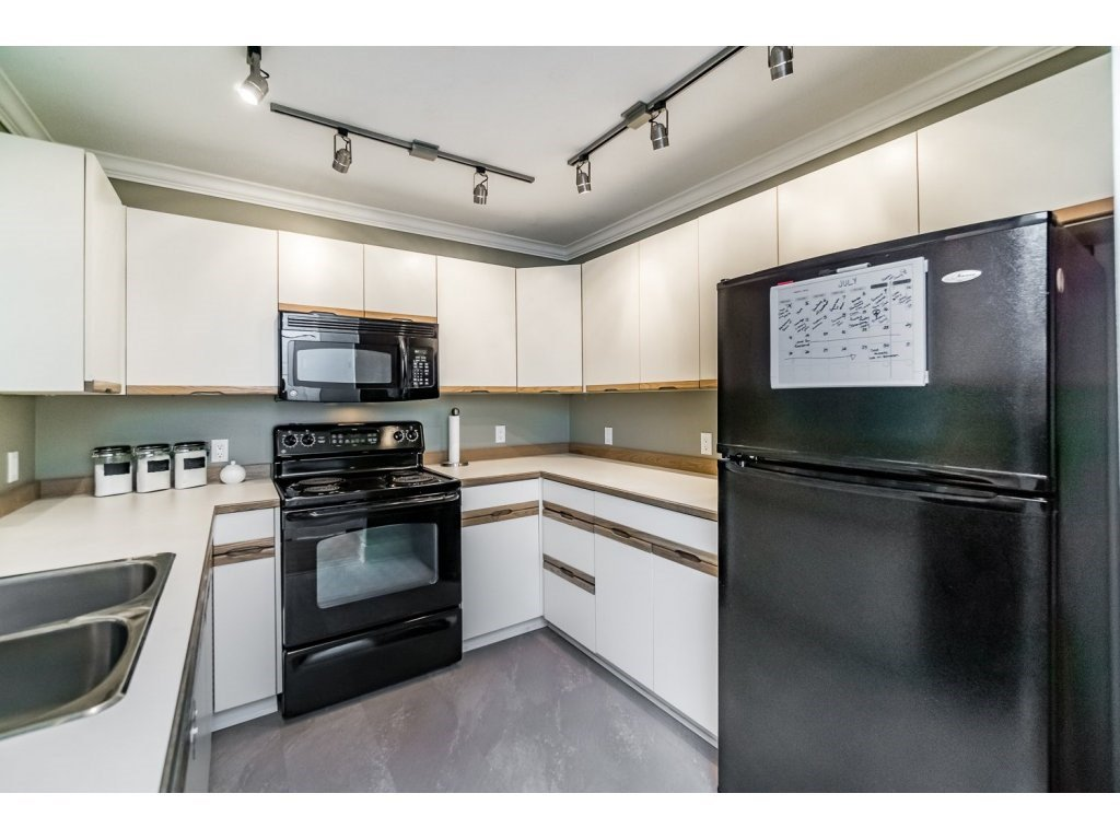 """Photo 8: Photos: 203 3970 LINWOOD Street in Burnaby: Burnaby Hospital Condo for sale in """"CASCADE VILLAGE-THE PALISADES"""" (Burnaby South)  : MLS®# R2092917"""