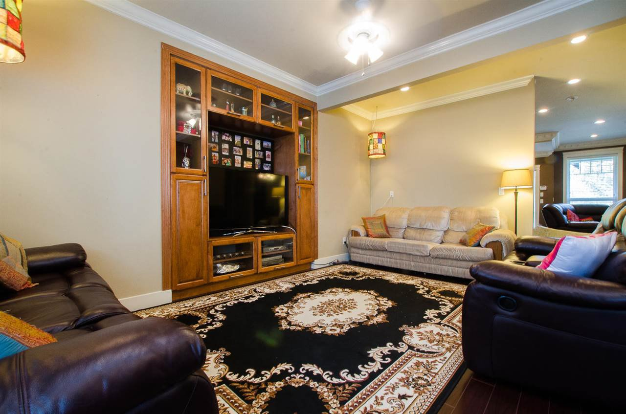 Photo 6: Photos: 6228 148 Street in Surrey: Sullivan Station House for sale : MLS®# R2158398
