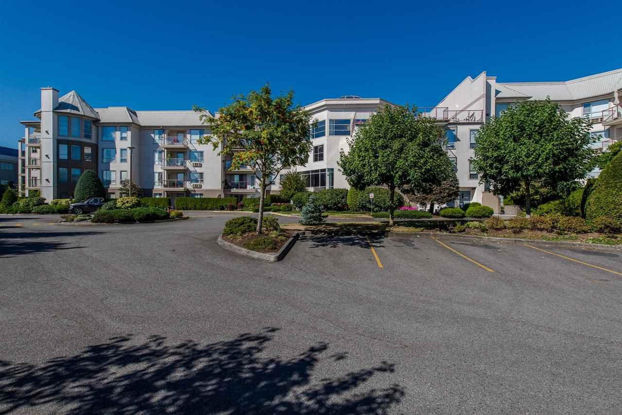 """Photo 2: Photos: 117 2626 COUNTESS Street in Abbotsford: Abbotsford West Condo for sale in """"The Wedgewood"""" : MLS®# R2218687"""