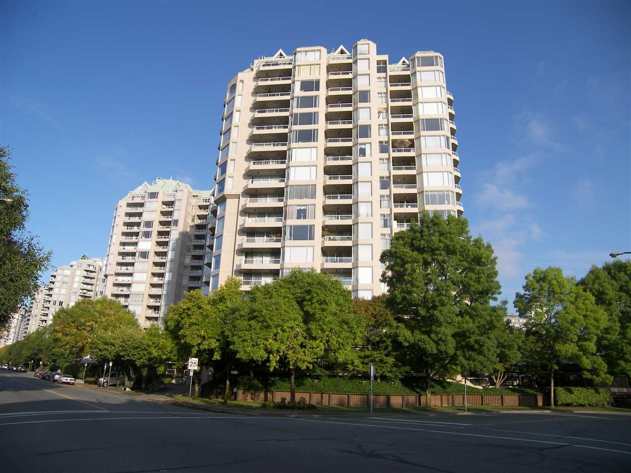 "Main Photo: 101 1045 QUAYSIDE Drive in New Westminster: Quay Condo for sale in ""QUAYSIDE TOWER 1"" : MLS®# R2242666"