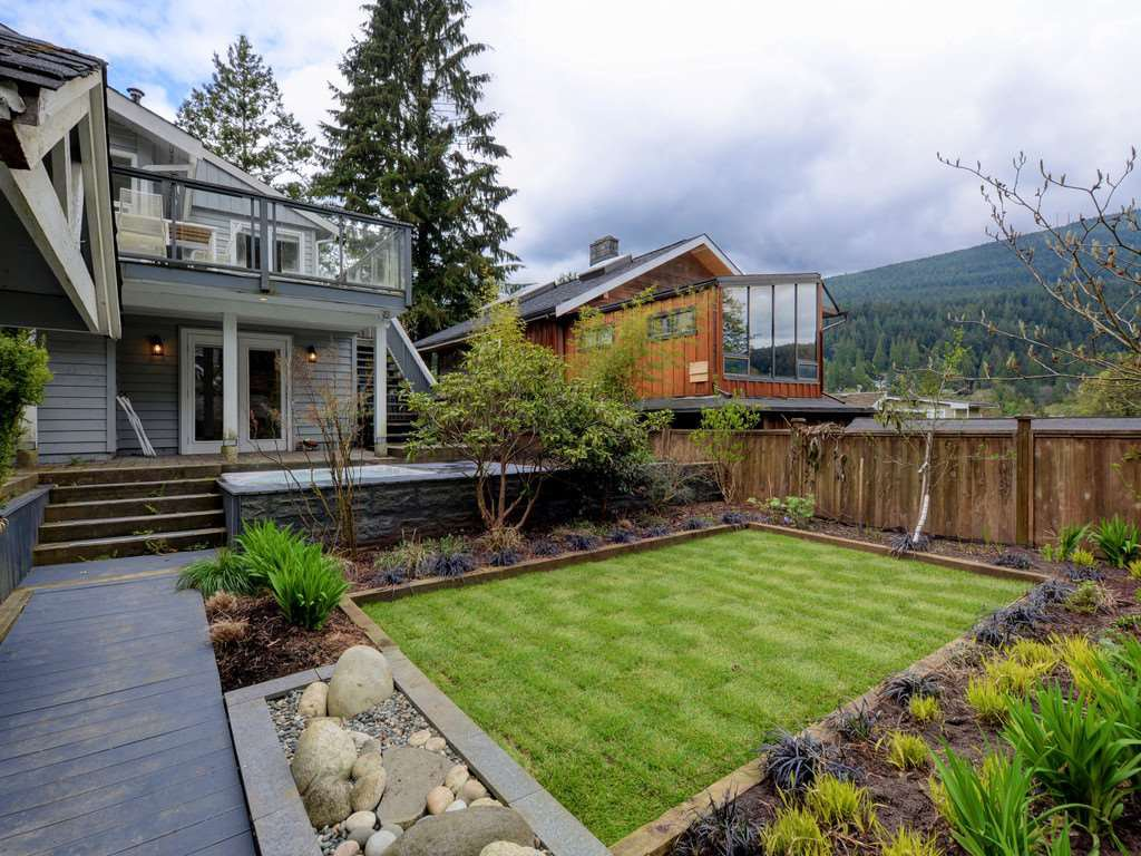 Photo 2: Photos: 1942 BANBURY Road in North Vancouver: Deep Cove House for sale : MLS®# R2264500