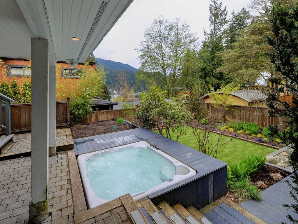 Photo 3: Photos: 1942 BANBURY Road in North Vancouver: Deep Cove House for sale : MLS®# R2264500