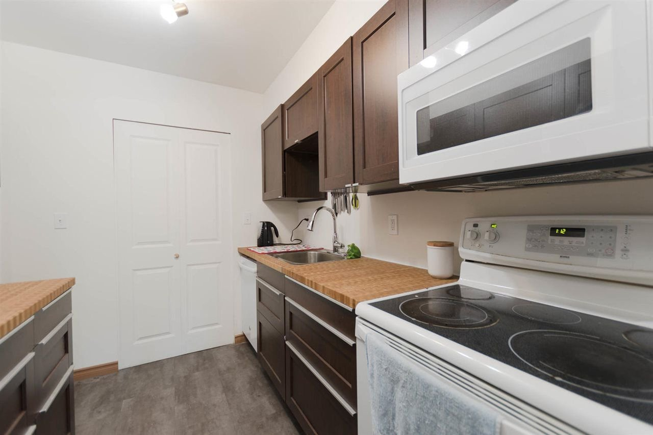 """Photo 7: Photos: 1315 10620 150 Street in Surrey: Guildford Townhouse for sale in """"LINCOLN'S GATE"""" (North Surrey)  : MLS®# R2268760"""