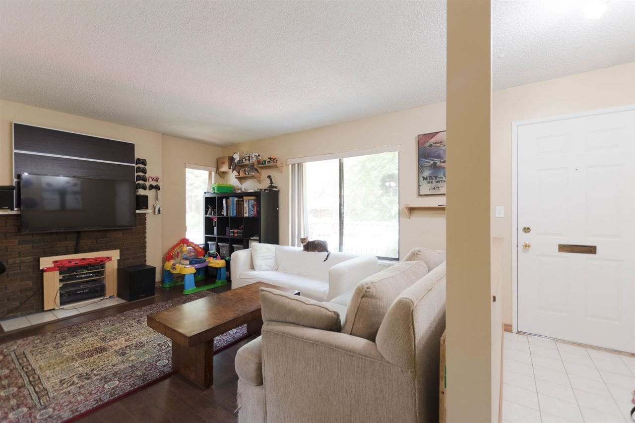 """Photo 3: Photos: 1315 10620 150 Street in Surrey: Guildford Townhouse for sale in """"LINCOLN'S GATE"""" (North Surrey)  : MLS®# R2268760"""