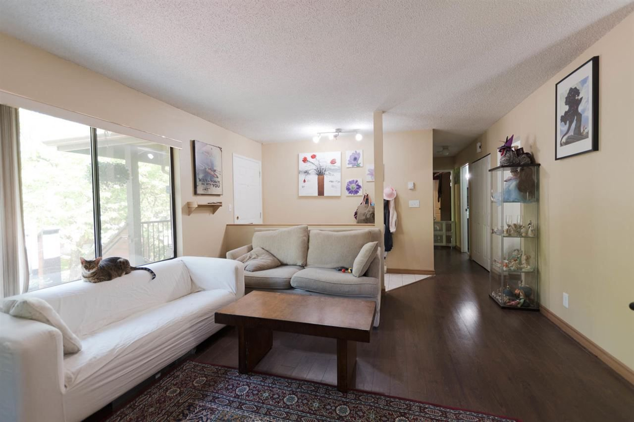 """Photo 2: Photos: 1315 10620 150 Street in Surrey: Guildford Townhouse for sale in """"LINCOLN'S GATE"""" (North Surrey)  : MLS®# R2268760"""