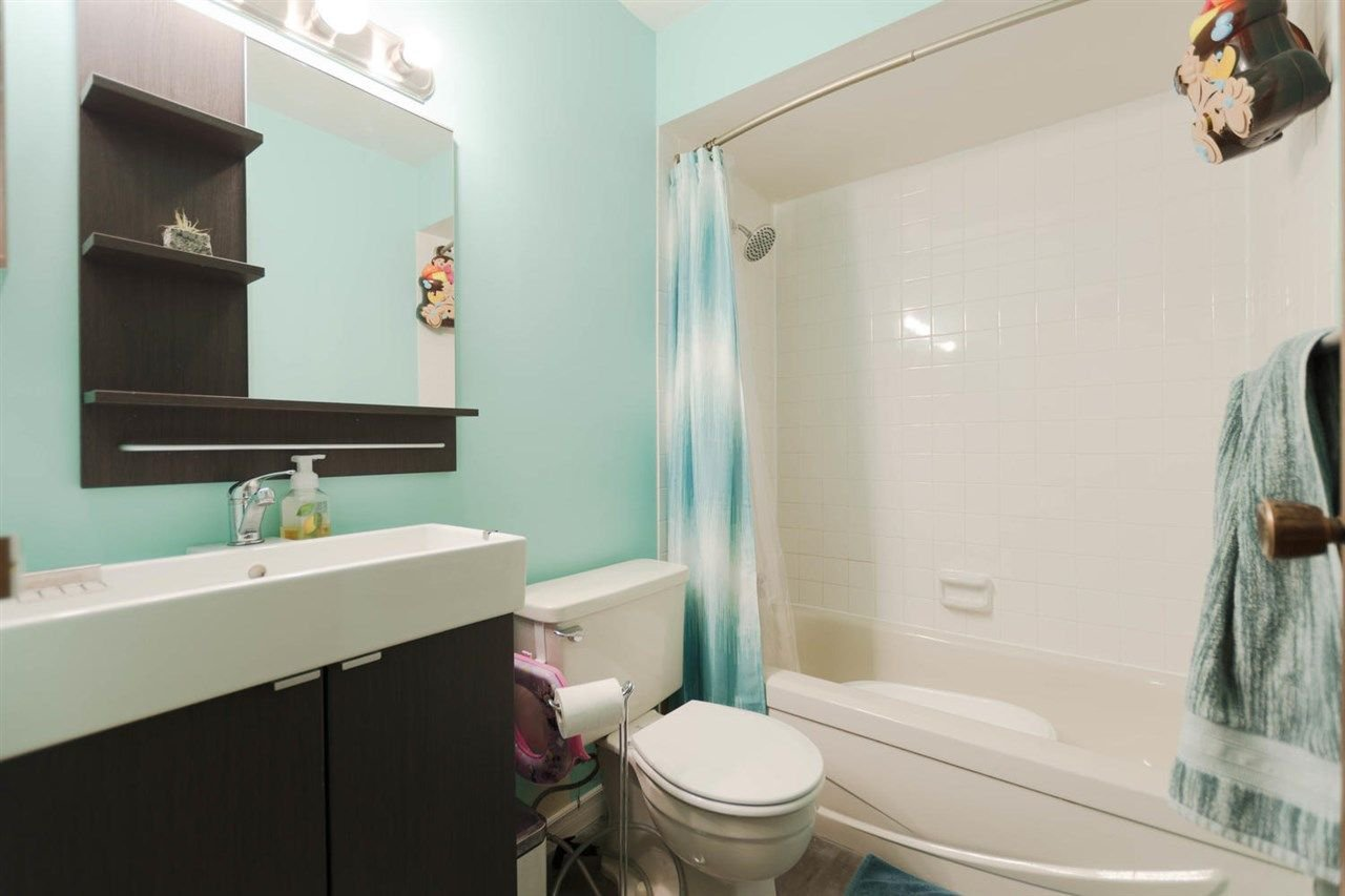 """Photo 13: Photos: 1315 10620 150 Street in Surrey: Guildford Townhouse for sale in """"LINCOLN'S GATE"""" (North Surrey)  : MLS®# R2268760"""