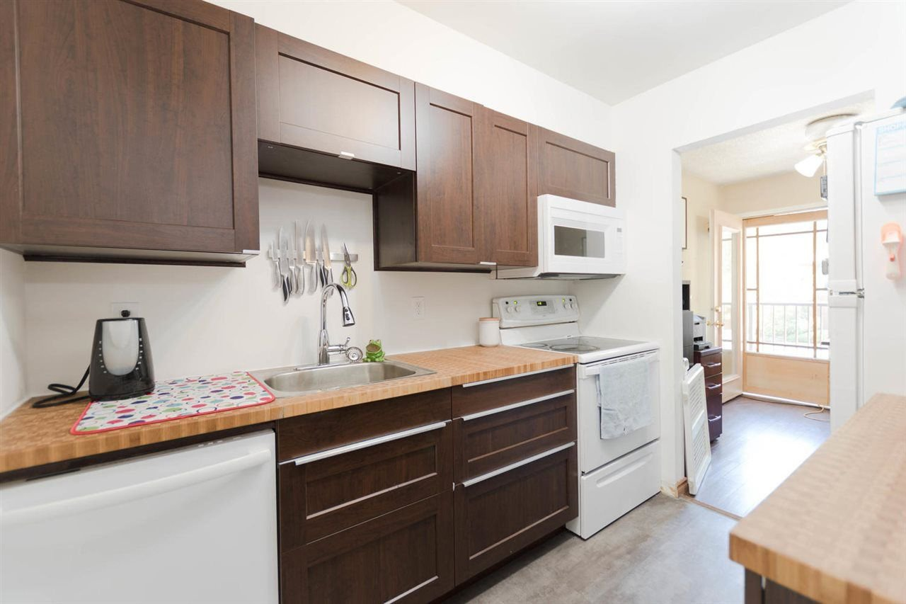 """Photo 6: Photos: 1315 10620 150 Street in Surrey: Guildford Townhouse for sale in """"LINCOLN'S GATE"""" (North Surrey)  : MLS®# R2268760"""