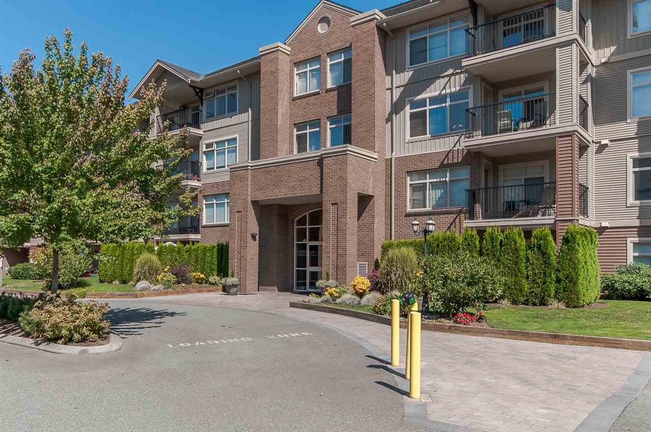 """Main Photo: 220 45769 STEVENSON Road in Sardis: Sardis East Vedder Rd Condo for sale in """"Park Place 1"""" : MLS®# R2348793"""