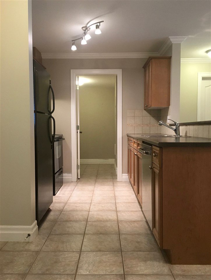 """Photo 2: Photos: 220 45769 STEVENSON Road in Sardis: Sardis East Vedder Rd Condo for sale in """"Park Place 1"""" : MLS®# R2348793"""