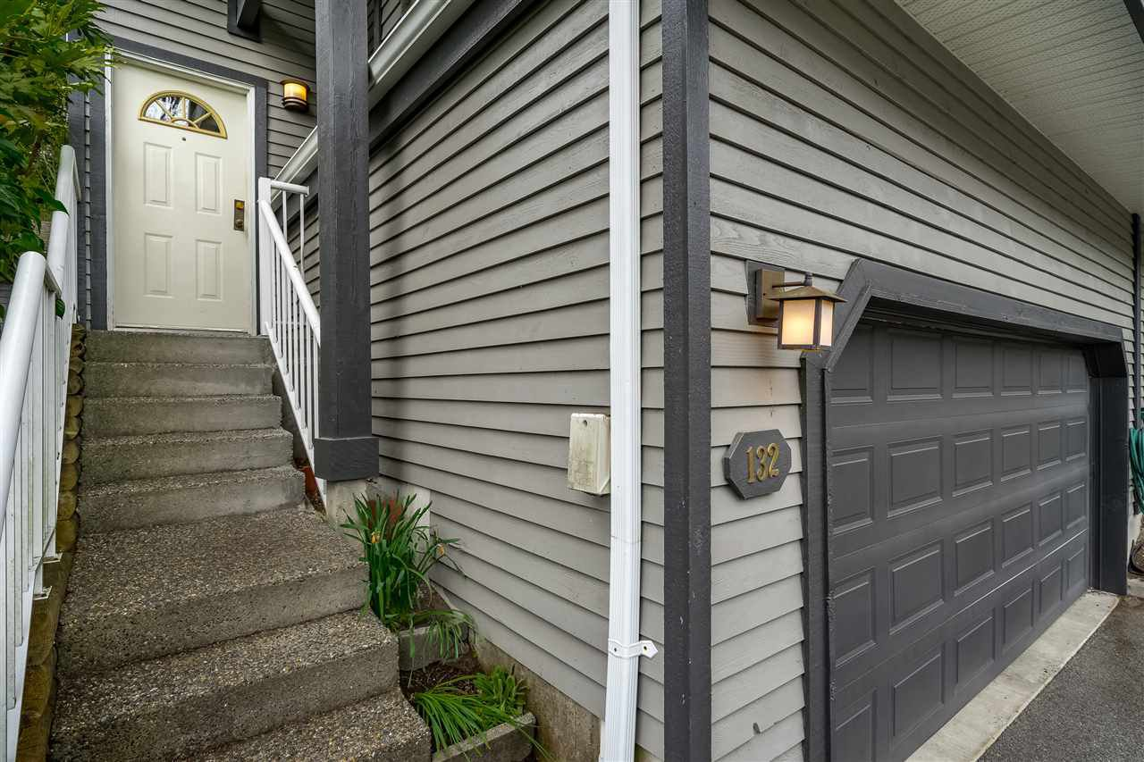 """Photo 2: Photos: 132 2998 ROBSON Drive in Coquitlam: Westwood Plateau Townhouse for sale in """"FOXRUN"""" : MLS®# R2360529"""