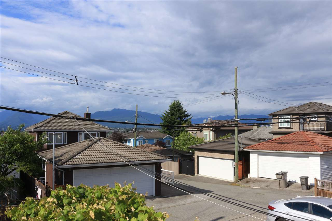 Main Photo: 3275 E 20TH Avenue in Vancouver: Renfrew Heights House for sale (Vancouver East)  : MLS®# R2383426