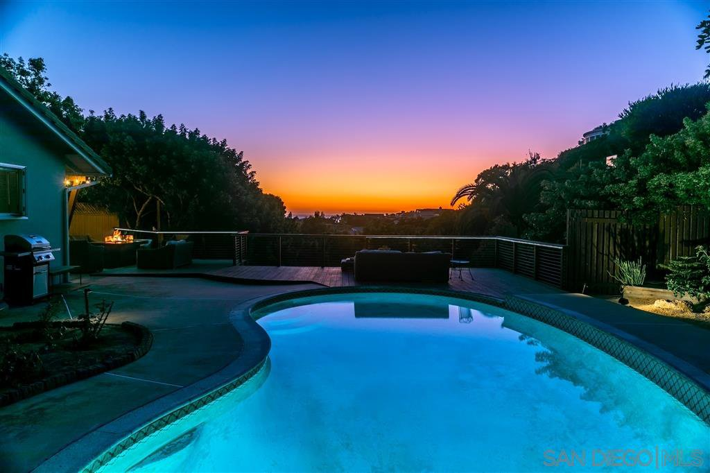 Main Photo: LA JOLLA House for sale : 2 bedrooms : 982 Skylark Dr
