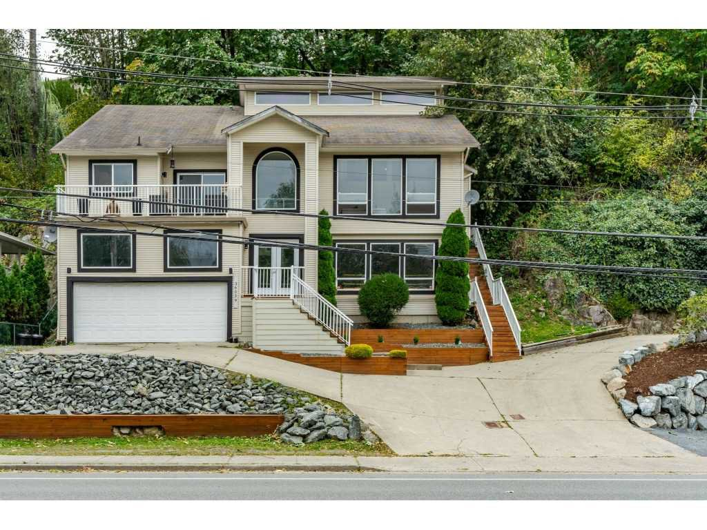 Main Photo: 36039 OLD YALE Road in Abbotsford: Abbotsford East House for sale : MLS®# R2455558