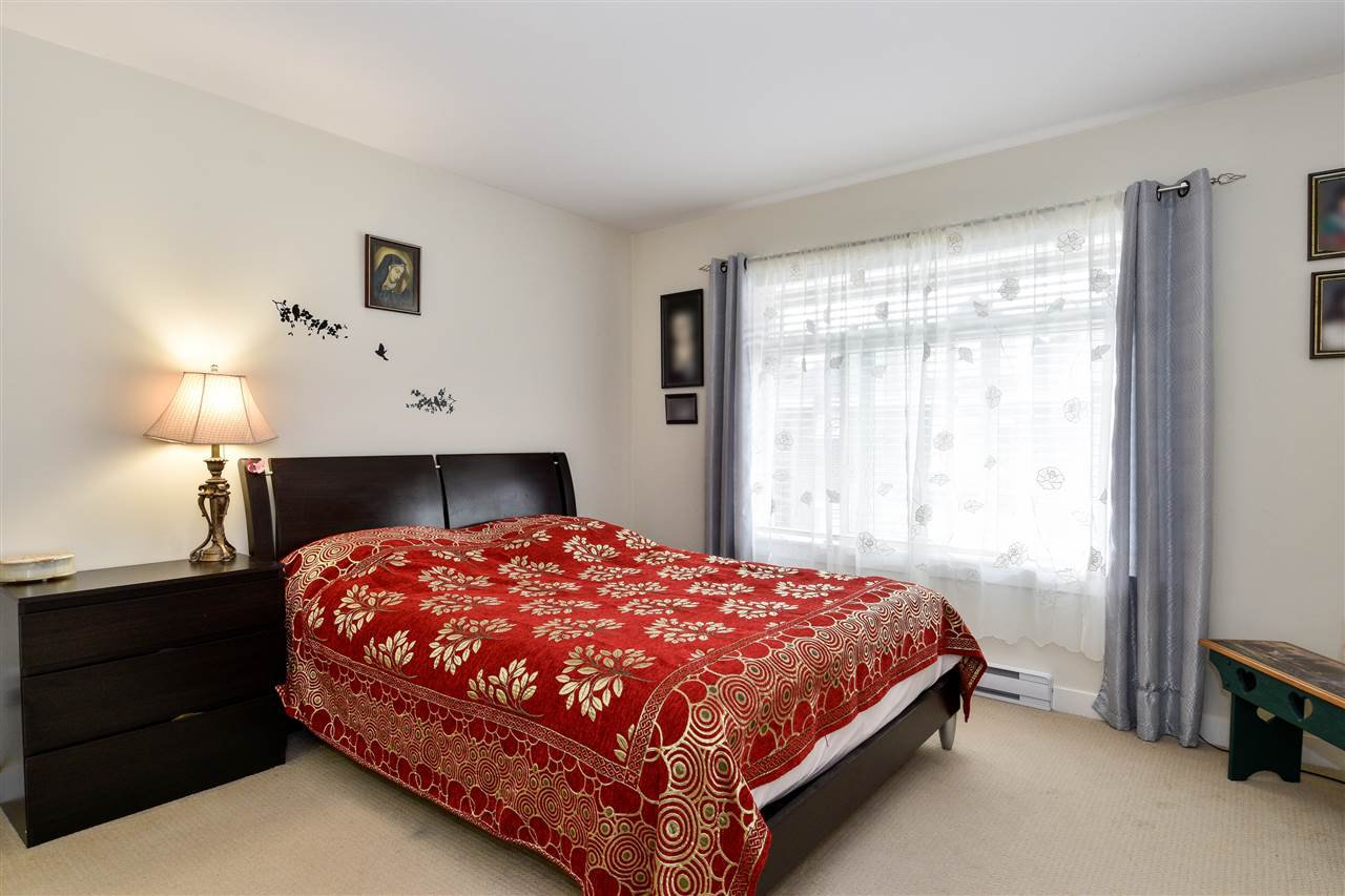 """Photo 13: Photos: 23 14377 60 Avenue in Surrey: Sullivan Station Townhouse for sale in """"Blume"""" : MLS®# R2493767"""