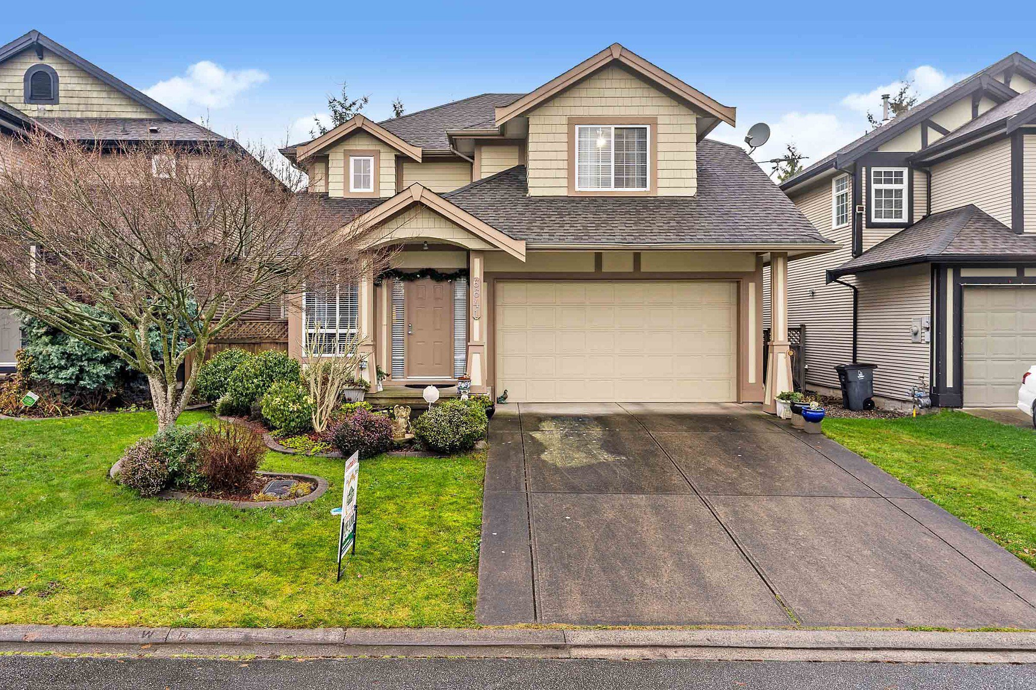 """Main Photo: 6641 187A Street in Surrey: Cloverdale BC House for sale in """"Hillcrest Estates"""" (Cloverdale)  : MLS®# R2526399"""