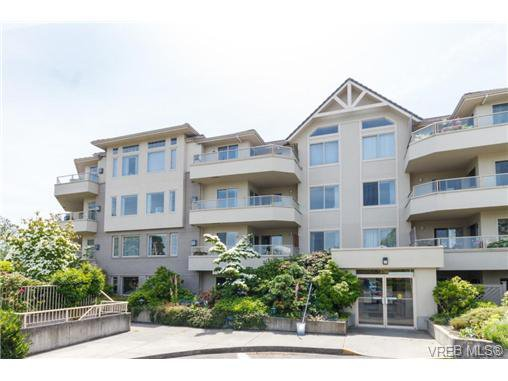 Main Photo: 403 3700 Carey Rd in VICTORIA: SW Gateway Condo for sale (Saanich West)  : MLS®# 674384